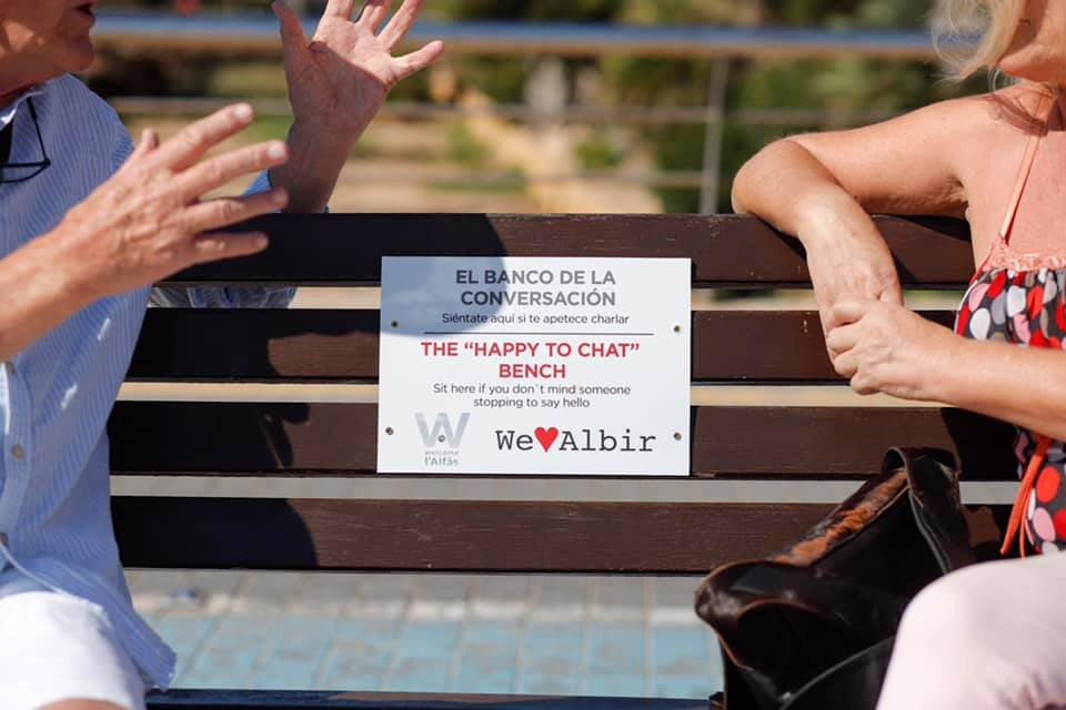 """The """"Happy to Chat"""" bench launches in Albir"""